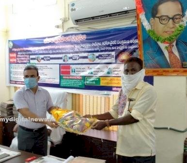 Congratulations to Swachha Survekshan Award victors and honored with floral tributes - Namrat Kumar -GMC
