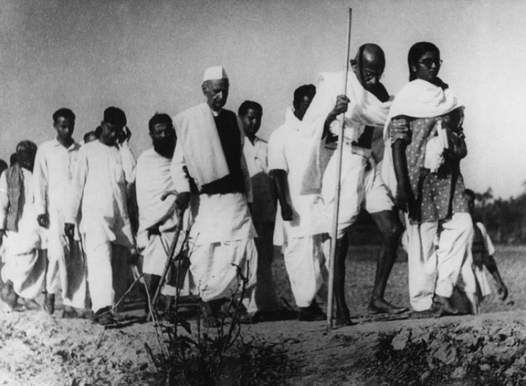 Gandhi in Noakhali 1946 - Peace mission