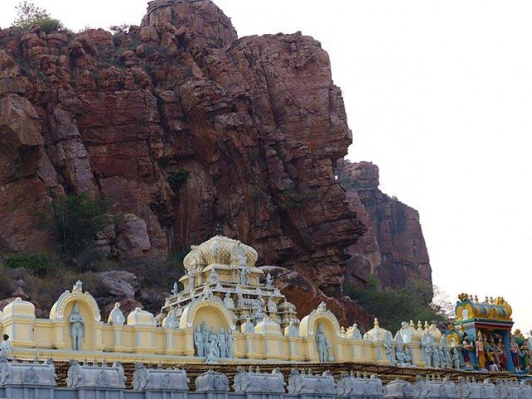 Sri Veeranjaneya Swamy Vari Temple, Gandi