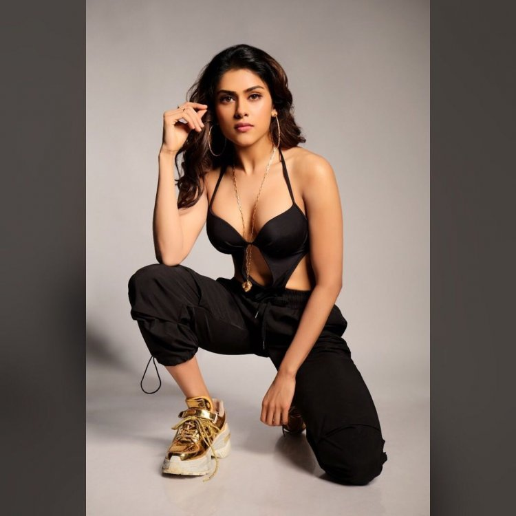 Naira shah Too hot handle for Youth-with a Golden Skin under Black dress