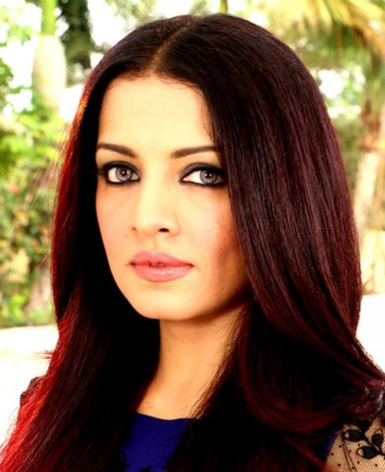 Celina Jaitly -Indian actress born in Kabul to an Indian father, Colonel V. K. Jaitly and an Afghan Hindu mother, Meeta Jaitly